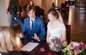 Можно без свидетелей на свадьбе расписаться