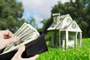 Когда передовать деньги при покупке земельного участка