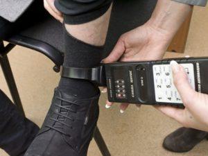 Стационарный телефон при домашнем аресте прослушивается ли комната