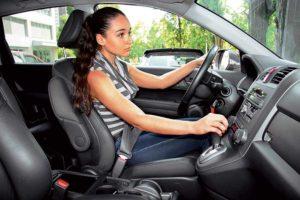 Как правильно сидеть за рулем автомобиля видео