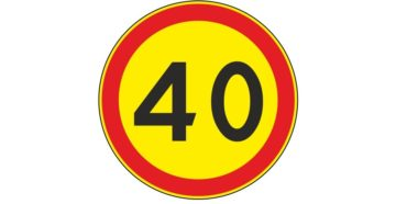 Дорожные знаки ограничения скорости на желтом фоне